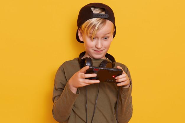 Wakacje z grami! Jakie gry komputerowe będą najlepsze dla Twojego dziecka?
