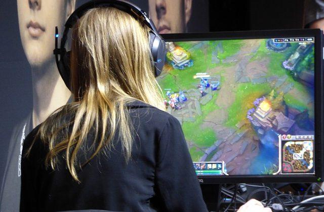 Granie w gry komputerowe – do czego prowadzi?